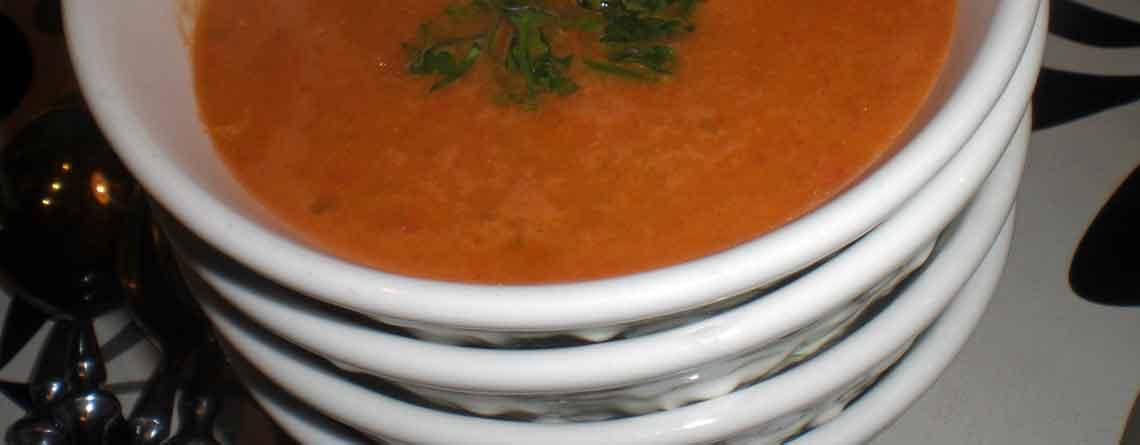 Peberfrugtsuppe med ost og kylling