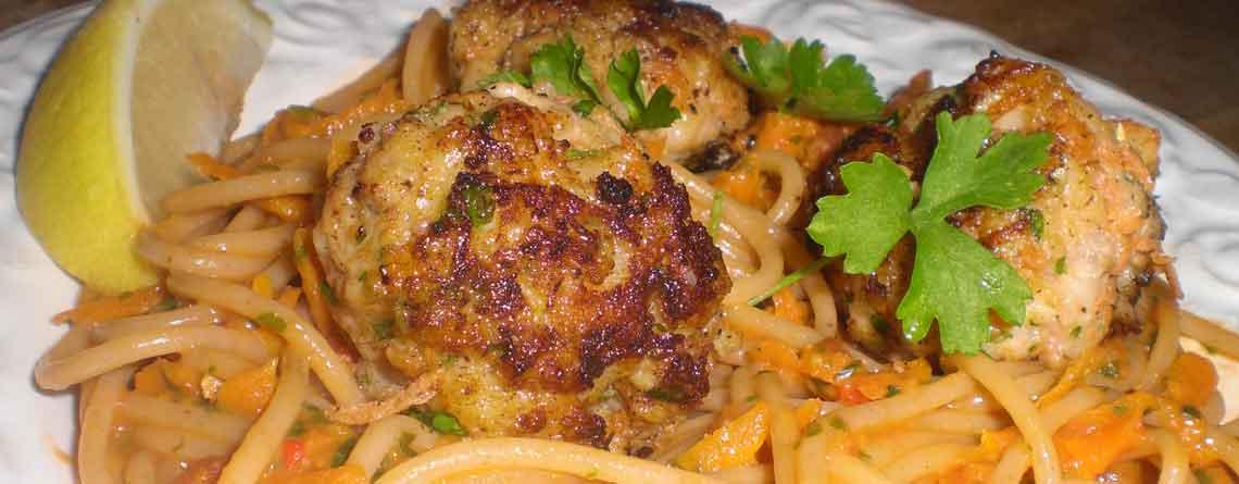 Hjemmelavede fiskefrikadeller med spaghetti