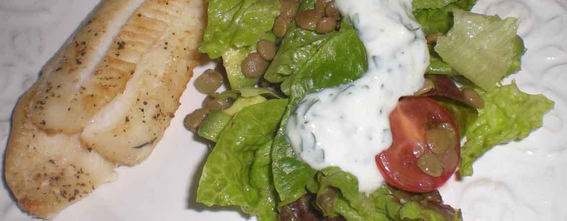 Ovnbagt skærisingfilet med avocado og limesalat