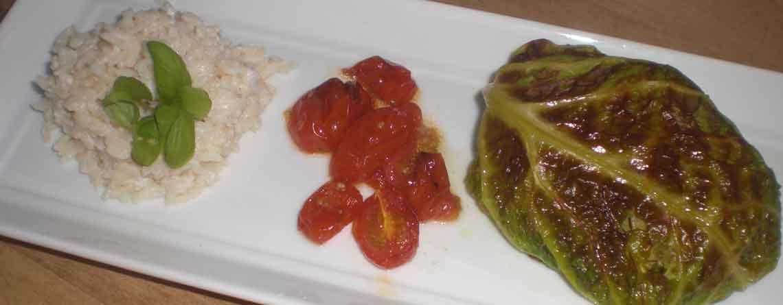 Savoykåldolmere med salattern og oliven