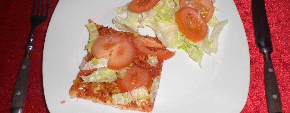 Pizza med skinke og tomat