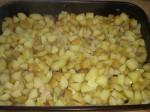 Sæt grøntsager og kød i ovnen i en bradepande.