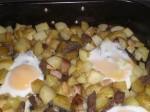 Slå æggene ud over biksemaden.