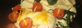 Gratinret torsk med spinatpasta og bagte tomater
