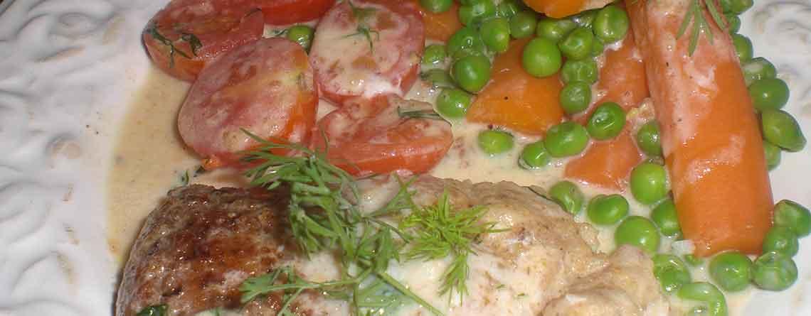 Kuller med tomater og dild i fløde