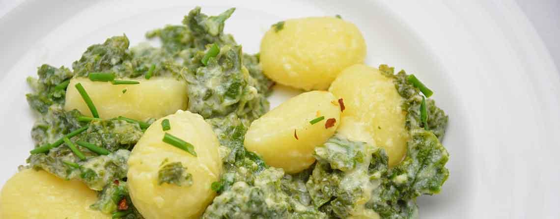 Kartofler i fad med grønkål