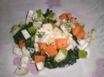 Læg frugt- og grøntsagsterninger oven på.