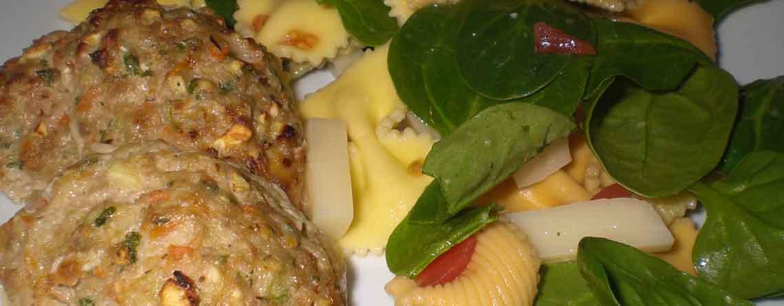 Sunde frikadeller med pasta og spinat