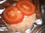 Læg tomatskiver over.