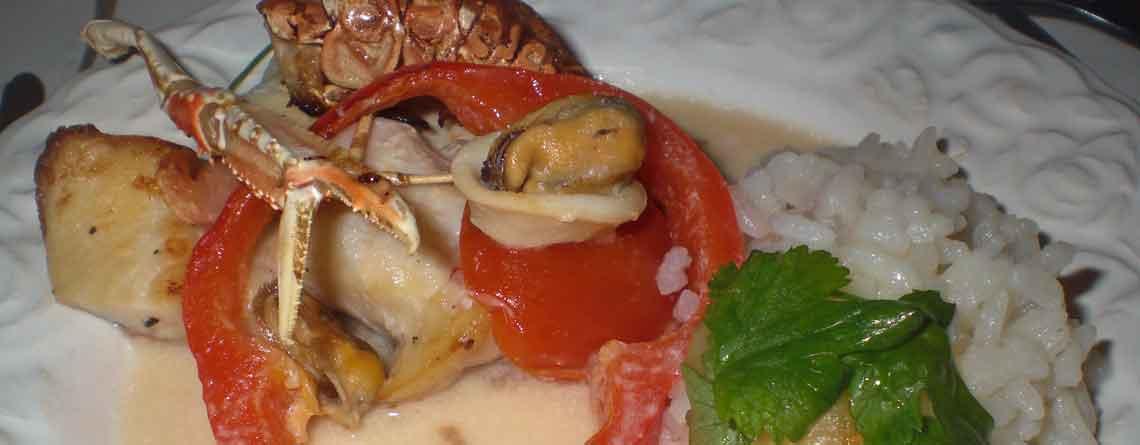 Rødfisk og skaldyr i kokosmælk med æblevinaigrette