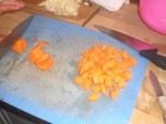 Skær guleroden i tern.