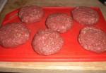 Form kødet til bøffer.