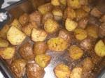 Tag kartoflerne ud af ovnen efter ca. 40 minutter.