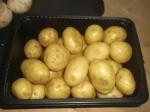 Kog kartoflerne netop møre i usaltet vand.