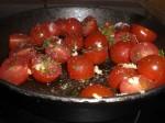 Sauter tomater, timian og hvidløg.