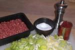 Gør ingredienserne til fyldet klar.