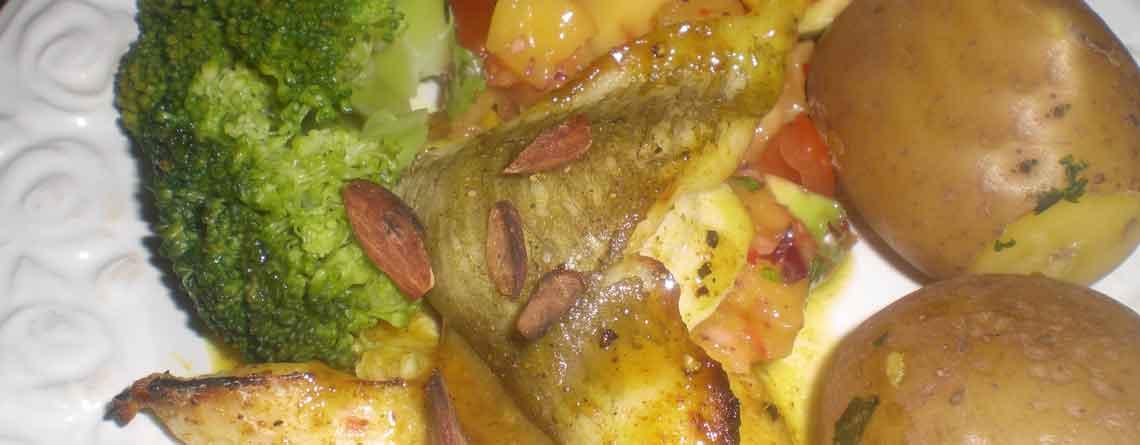 Rødspættefileter med karryhonningsauce og salsa