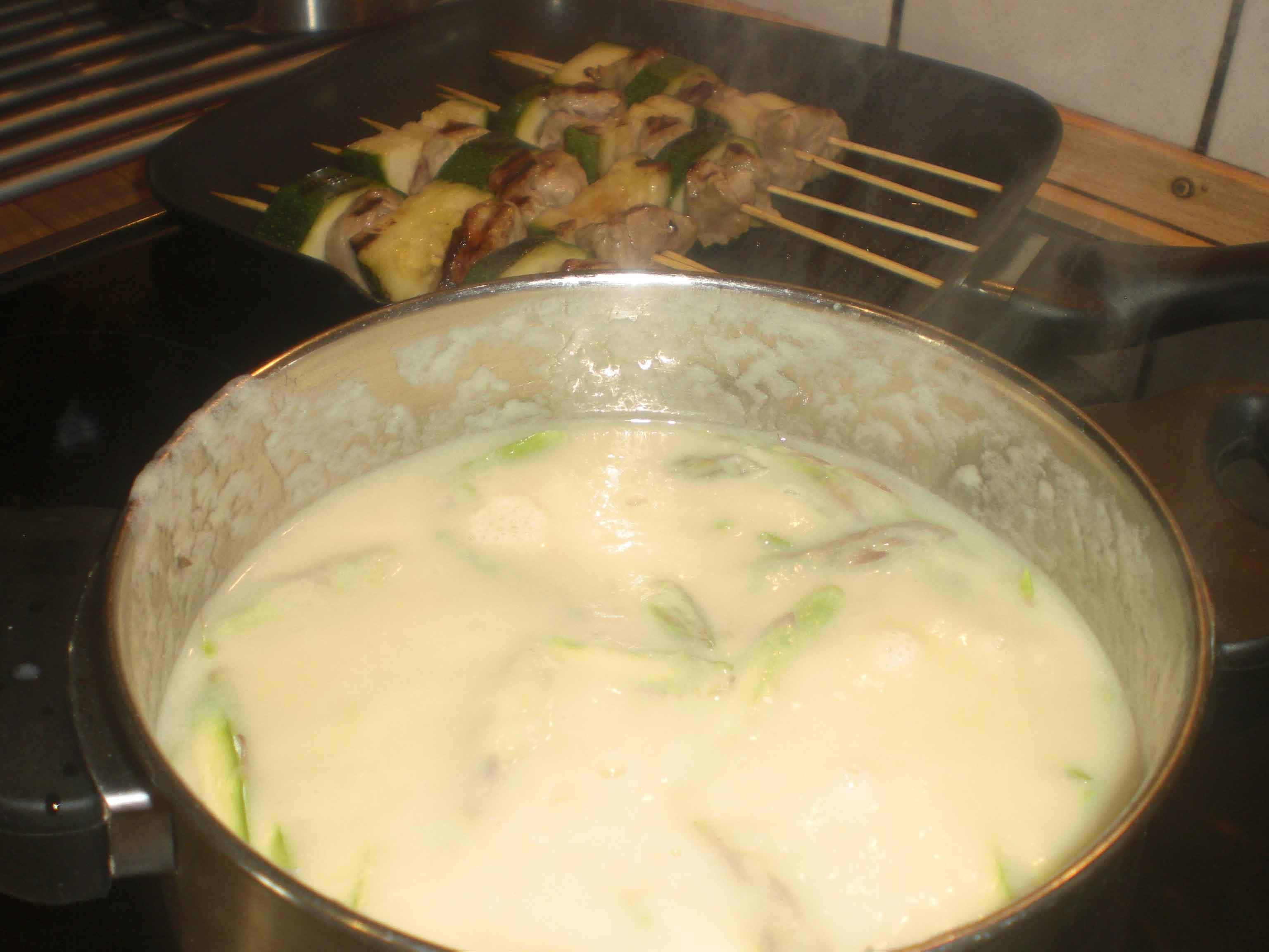 Varm de grønne asparges med i suppen.