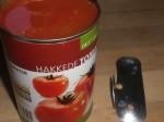 Åbn dåsen med de flåede tomater.