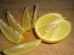 Servér med citronbåde.