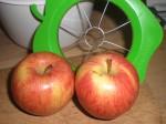 Tag to fine æbler, der ikke er for seje i skrællen.