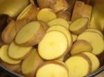 Ordn kartoflerne, og kog dem.