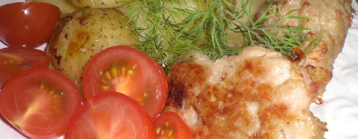 Kyllingefrikadeller med Fattigmandsflødekartofler