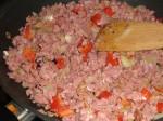 Tilsæt kød og peberfrugt.