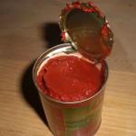 Tilsæt tomatpasta.