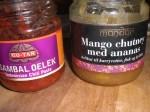 Smag til med sambal oelek og mangochutney.