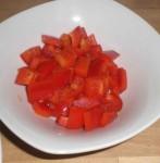 Skær peberfrugt i tern.