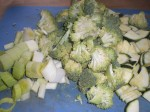 Skær grøntsagerne i passende stykker.
