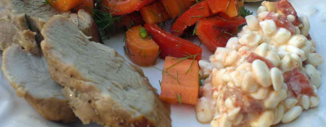 Mørbrad med peberfrugtsalat og hytteost med grillet peberfrugt