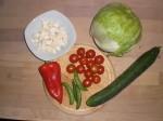 Gør ingredienserne til salaten klar.