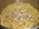 Bland pasta kød og væde.