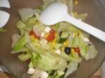 Bland ingredienserne til salaten.