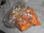Kom gulerødder i kogepose sammen med margarine, vand, timian, salt og peber.