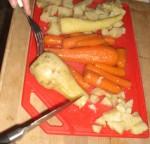 Skær grøntsagerne ud.
