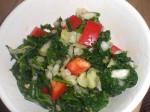 Fordel spinatblandingen i 4 portionsskåle.