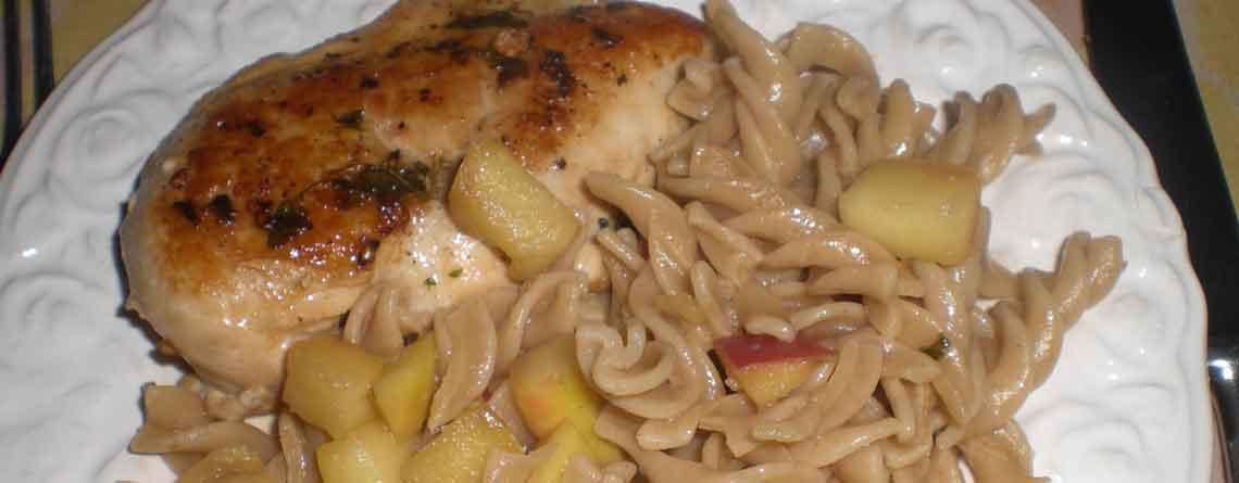Kylling med pasta og æbler