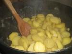 Vend kartoffelskiverne i.