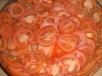 Læg tomaterne i et fad.
