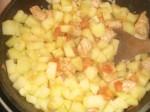 Tilsæt kartofler og vand.