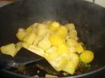 Tilsæt kartoflerne.