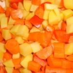 Skær grøntsagerne i tern.
