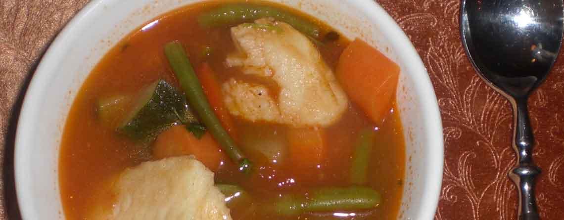Grøntsagssuppe med fisk