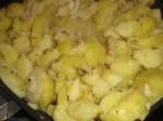 Steg kartofler, løg og muskatnød.