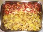 Læg de stegte kartofler ved siden af koteletterne.