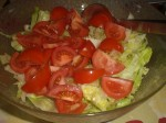 Bland tomater og salat.