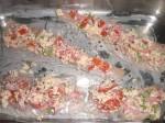 Fordel brødkrummeblandingen på fiskestykkerne.